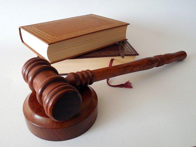 הבדלים בין עורך דין מקרקעין לעורך דין פלילי